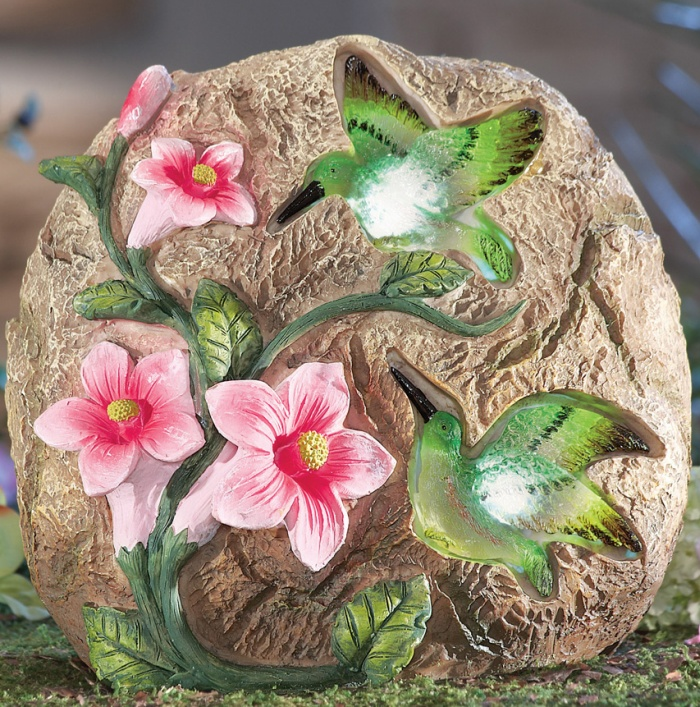 26 Fabulous Garden Decorating Ideas With Rocks And Stones: Solar Hummingbird Decorative Garden Stone