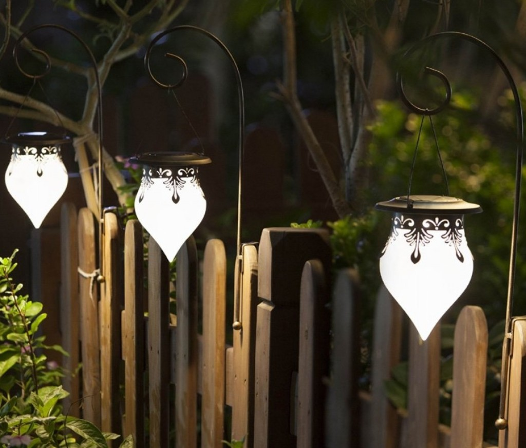 cone fence solar light fresh garden decor. Black Bedroom Furniture Sets. Home Design Ideas