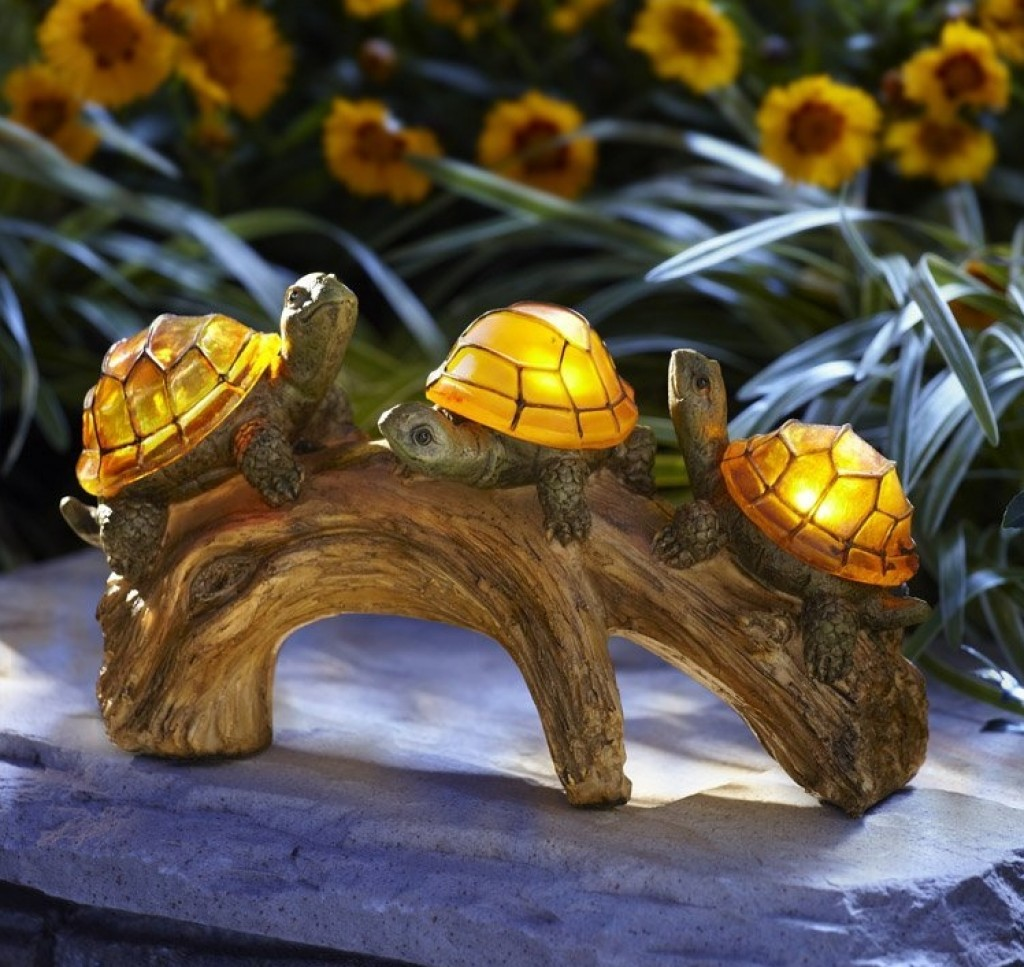 Turtles on a log solar powered outdoor led light fresh for Turtle decorations for home