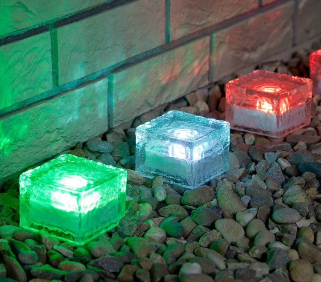 Solar path lights fresh garden decor for Outdoor decorating with solar lights