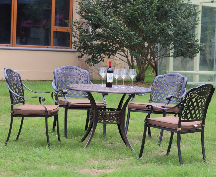 Cast Aluminum Dining Set With Seat Cushions