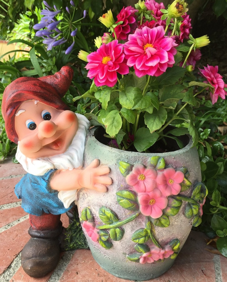 Cute Gnome Hugs Flower Planter Fresh Garden Decor