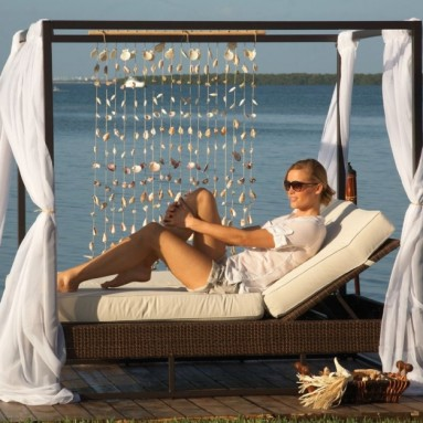 Rattan Soho Patio Daybed with Curtains