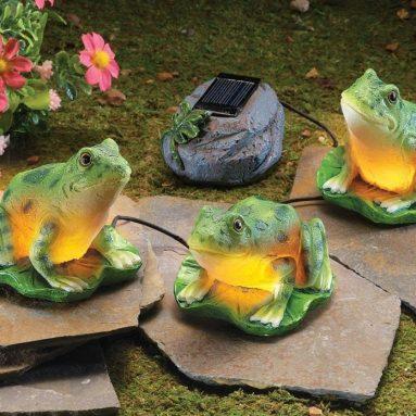 Solar Leap Frogs Garden Figurine